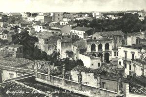 La vista dal campanile della Chiesa Madre in una cartolina del 1961